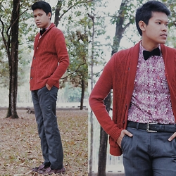Muallif Fachrozi - The Executive Red Knitwear, Unbranded Black Velvet Bowtie, Seventy Four Roses Pattern Shirt, Unbranded Leather Belt, Unbranded Grey Pants, Beevy Shoes Maroon Leather With Tassel Oxford Flat - Red Blossom