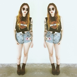 Sally S - Harley Davidson Vintage Muscle Tee, Levi's® Vintage Patched Shorts - Rock n Roll