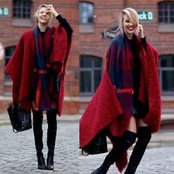 Leonie Hanne - Zara Bucket Bag, All Saints Knit, Zara Overknees, Zara Scarf, Zara Leather Skirt, Zara Cape - Red Riding Hood