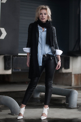 Rowan Reiding - H&M Black Faux Leather Biker Pants, H&M Black Leather Jacket Mc Motorcycle Straps Biker, Costes Blue Oxford Shirt, Monki Oversized Long Knitted Scarf, Zara White Leather Buckle Pointy Pumps, Asos Cowboy Western Leather Belt - LEATHER BIKER PANTS