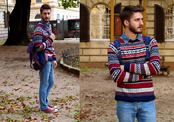King Cherry - Converse Red All Star, Blue Jean Backpack, H&M Sweater, Blue Jeans Skinny - A day in Roma`