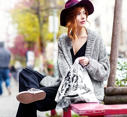 Ebba Zingmark - 5preview Cardigan, Oasis Hat, Likelife Bag, Monki Pants, Vans Sneakers, Ivyrevel Top - Run boy run