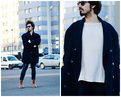 Charlie Cole - Vintage Blue Coat, Zara Wool Coat, H&M Jeans, Asos Brown Boots, Mouet Sunglasses - LOOKING TROUGHT
