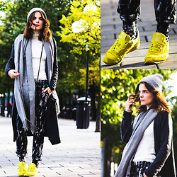 Ingrid Wenell - Reebook Sneakers, Gina Tricot Printed Trousers, Topshop Beanie, H&M Cardigan, Frontrowshop High Neck Top - Favourite sneakers in my favourite color