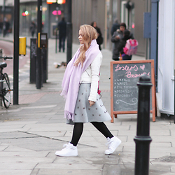 Stine Mo - Gina Tricot Scarf, Warehouse Leather Jacket, H&M Skirt, Nike Sneakers - Getting cosy