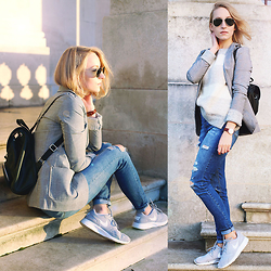Gema L - Topshop Jeans, Nike Trainers, Urban Outfitters Backpack - Smart casual