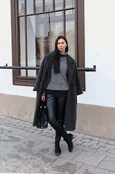 Toma Muznikaitė - Vintage Men's Coat, Vintage Boutique Sweater, Lindex Leather Pants, Deichmann Chelsea Boots, Zara Doctor Bag - Grey scale