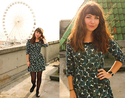 Amelia Sinnott - Vintage Leaves Print 50s Dress, Black Brogues - Sing Your Life