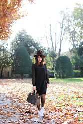 Thelittleworldoffashion Aude - Vero Moda Dress, Darjeeling Tights, Nike Air Force One - Happy dots