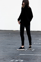 Rima Vaidila - Finders Keepers The Label Wool Knit Sweater, Black Orchid Denim Destroyed Skinny Jeans, Shellys London Sneakers - Black out