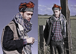 CLEMENT LOUIS . - American Apparel Tartan Shirt, The Kooples Black Pant, A.P.C. Tartan Scarf, H&M Short Shirt - TARTAN