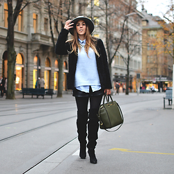 Alison Liaudat - Sheinside Fluffy Jacket, Over The Knee, Statement Necklace, Michael Kors Selma Bag - Strolling in the street