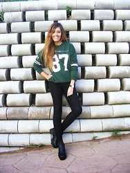UN LBD PARA DOS - Pull & Bear Sweater, Boots, Cluse Watch - Be Like