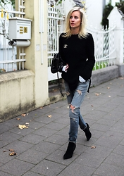 Lisa Rvd - Zara, Replay, Office London, Balenciaga, Chanel - FRIYAY