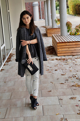 Kostantina Kaptebileva - Gina Tricot Grey Oversize Coat, Zara Marble Leather Pants, H&M Leather Box Cluch - Bloggers Inspirations COTTDS