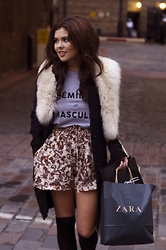 Georgina Walker - Rome Market Faux Fur, Usc Coat, H&M Shorts, H&M High Knee Socks - 'Feminin et Masculin'