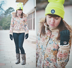 Xenia Warrior - Silver Spoon Attire Badge Logo Beanie, Totes Gloves, Bellfield Floral Tapestry Bomber Jacket With Fur Trim Hood, Blink Boots, Noisy May Lucy Second Skin Skinny Jeans - Neon Yellow Beanie