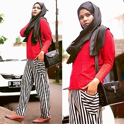 Noni Zakiah H. -  - RED AND STRIPPY.....
