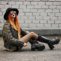 Liza LaBoheme - Vintage Leather Jacket With Spikes, H&M Black Hat, Thrifted Knitted Jumper, Demonia Platform Boots - This is it - the apocalypse