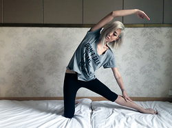 Eugénie Grey - The Blonde Vegan Don't Talk To Me...I'm On A Cleanse. Tee, This Is A Love Song Limo Leggings - On A Cleanse