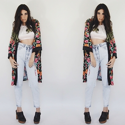 Christine Bourie - Total Recall Vintage Floral Print Kimono, The Velvet Party Cropped Halter Top, Acid Reign Vintage Super Skinny Wash Heart Jeans, Jeffrey Campbell Chunky Platform Clogs - Vintage vibes.