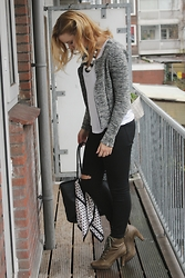 Anna Victoria - Pieces Cardigan, Ecco Boots, Zara Jeans, H&M Scarf, H&M Bag, H&M Top, H&M Necklace - Honey, it's windy out there