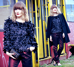 EWELYN D. - Romwe Blouse, Zara Coat - Is this a bird catching a tram?