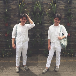 Axel Lewi - Hammer Shirt, Giordano Tee, H&M Pants, Stradivarius Backpack, Dexter Boat Shoes - White on White Day Out