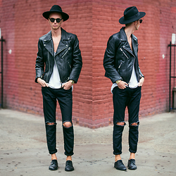 Chaby H. - Masamod Fedora Hat, H&M Leather Biker Jacket, Ripped Jeans (Diy), Derby Shoes, Casio Gold Retro Watch, Vintage Round Sunglasses - Black on black
