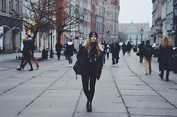 Agnieszka Warcaba - Sinsay Cap, Bershka Coat, Sin Say Scarf, Sweater Sin Say, Shorts No Name, Backpack Centro, H&M Boots - Old town
