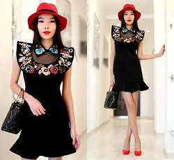 Aibina Yeshkeyeva - Chic Wish Dress, Romwe Hat - FLORAL COLLAR