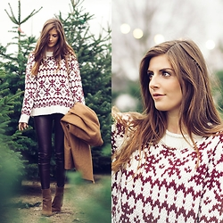 Valerie Husemann - Winter Sweater, Topshop Camel Coat, Faux Leathe Pants, Ankle Boots - Christmas tree affairs