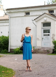 Jenni R. - Vintage Dress, Atp Atelier Sandals, Vintage Bag, Weekday Sunglasses - Vintage love