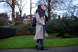 Anna Kotch - Mango Coat, Zara Jeans, Pull & Bear Socks, Sascha Shoes, Zara Scarf, Zara Backpack - Happy Feet