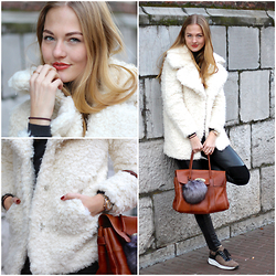 Floortje Van Cooten - Asos Coat, Mulbery Bag - TEDDY COAT