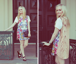 Izzy Bea - Cameo The Label Floral T Shirt Dress, Wittner Platform Sandals - GRAND GESTURES