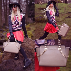 Oksana Orehhova - Oasap Sweatshirt, Oasap Skirt, Alexander Black Bag, Oasap Necklace - WHO'S THAT GIRL
