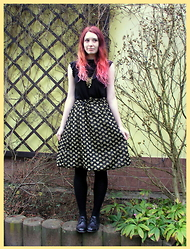 Shira Elizabeth - Thift Shop Golden Hearts Skirt, Thift Shop Black Gothic Top, Ebay Golg Keys Choker, H&M Black Tights, Ccc Patent Shoes - Golden hearts for Christmass