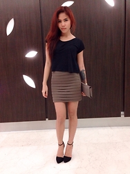 Niki Goldo - Stradivarius Crop Top, Minimal Mini Skirt, Bellagio Wallet, Stradivarius Heels - Friday, Black Chocolate