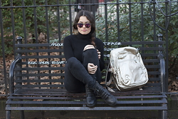 Claudia - Ikks Leather Boot, Kipling Golden Bag - Black and gold boxing day