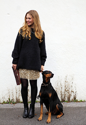 Irina Tschatchina - H&M Sweater, Zara Skirt, Clarks Boots - Sequined skirt