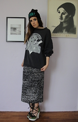 Christine Bourie - Total Recall Vintage Spiked Creep Beanie, Total Recall Vintage Raiders Sweatshirt, Motel Printed Maxi Skirt, Tba Lace Up Wedges - So I creep