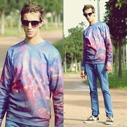 Ayoub Elhouate - Sweat Galaxy, Ray Ban, Vans, Zara Jeans - Here is always one who suffers more than you do, so you shou
