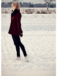 Chris Gentner - Gina Tricot Burgundy Coat, New Look Black Jeggings, New Look Golden Lace Ups - Snowy sunny sunday morning walk