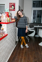 Beata K - Reserved Checked Sweater, H&M Mustard Tights, Nike Palm Trees Sneakers - Mustard tights