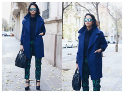 Milagros Plaza - Uniqbrow Green Metallic Reflective Sunglasses, United Colors Of Benetton Blue Cocoon Coat, Armani Exchange Printed Trousers, Tous Black Leather Doctor Bag - Uniqbrow