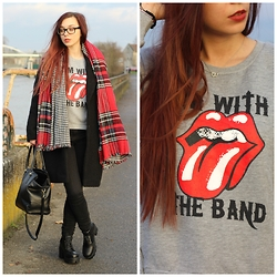 Lauranne Fait des bêtises - Primark Tartan Scarves, Primark Oversize Coat - I'm with the band