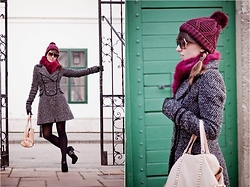 Dorka L. - Zara Shoes, Stradivarius Beanie And Fur, Zara Leather Bag, Bershka Coat - Burgundy for winter!