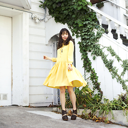 Micaela Hoo - Nadinoo Dress, Free People Clogs, Vintage Necklace - Play by Numbers