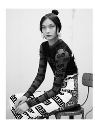 Laura Lambert - Marc By Jacobs Outfit - Back to Black (and White) @marcjacobsintl #hair #sporty